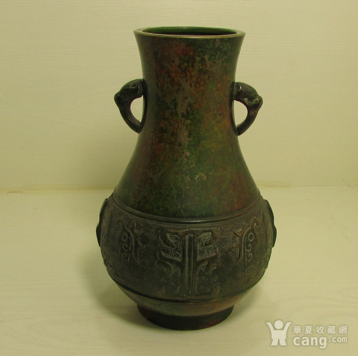 清晚期民国饕餮纹出戟双耳铜瓶图1