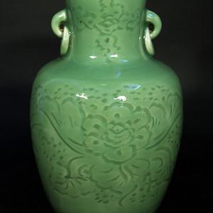 欧美回流 民国青瓷暗刻花纹饰双环耳瓶