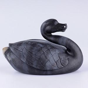 新疆和田玉墨玉籽料精雕鹅如意大把件284.5克