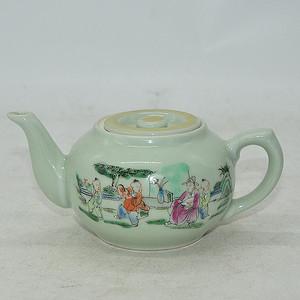 人物粉彩小茶壶
