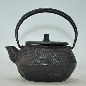 日本池永谨制款南部小铁壶