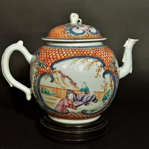欧美回流 清乾隆粉彩开窗人物特大茶壶