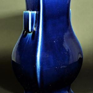 欧美回流  清中期霁蓝釉双贯耳大瓶