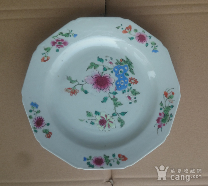 清雍正粉彩花卉牡丹纹葵口盘直径22.7公分包真图1