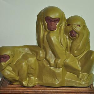 冯字款瓷塑三不猴
