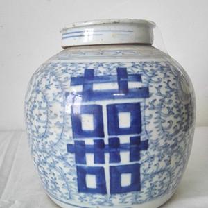 全品大清嘉庆青花喜字缠枝纹罐一件