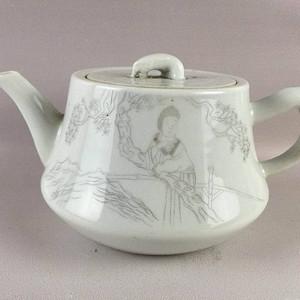 民国刻瓷人物茶壶