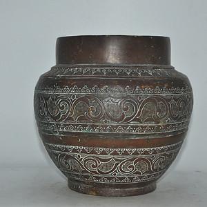 手工攒刻铜瓶
