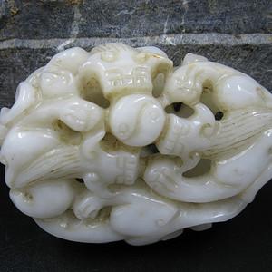 三龙戏珠佩饰