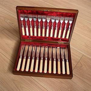 特殊材质 一套24件带原装盒回流刀叉餐具