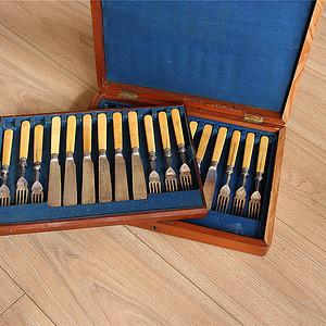 特殊材质 一套24件带族徽原装盒回流刀叉餐具