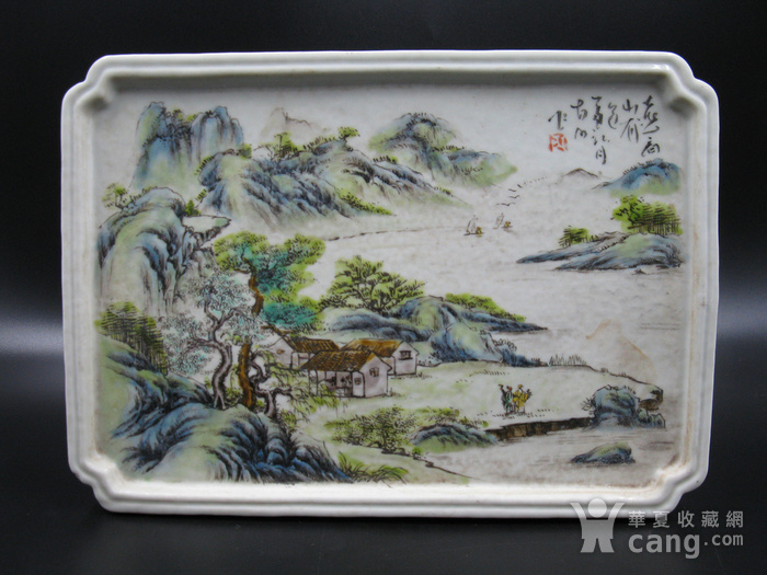 绛彩山水人物瓷盘图1