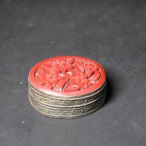 红雕漆粉盒