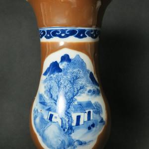 清代青花山水酱釉瓶