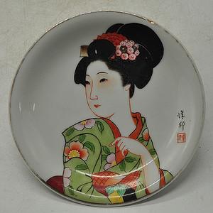 日本人物粉彩瓷碟