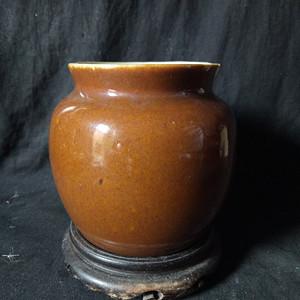 清中期酱釉鱼篓罐