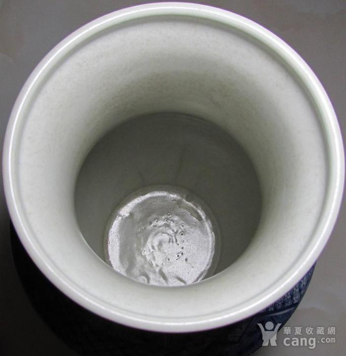 康熙青花开光博古纹盘口尊图4