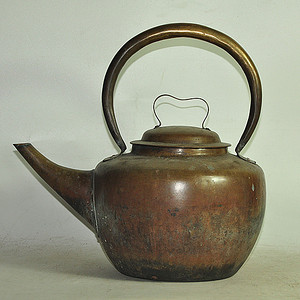 几十年大铜壶