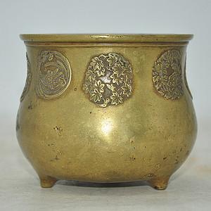纯铜铸花三足罐