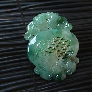 冰润满绿精雕吊坠