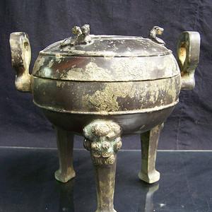 青铜黑漆古三兽足鼎