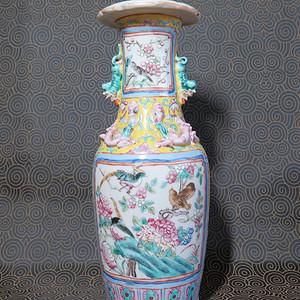 清代富贵一品粉彩葵口瓶