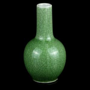 15民国绿哥釉长颈瓶