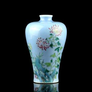 32大清乾隆年制款天青釉洞石花卉纹梅瓶