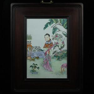 38清粉彩仕女人物纹瓷板挂屏