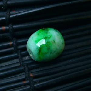 冰润带绿如意吊坠
