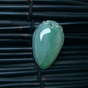 冰润绿福瓜吊坠