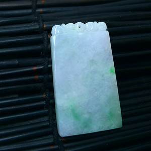 冰润带绿平安牌吊坠
