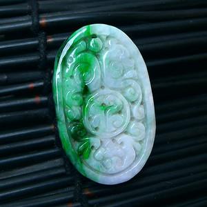 冰润带绿精雕平安牌吊坠