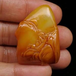 寿山石田黄石薄意浮雕摆件46 石质温润 萝卜纹隐隐可见