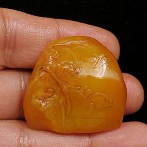 寿山石田黄石薄意浮雕摆件49 石质温润 萝卜纹隐隐可见