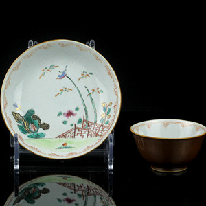 16清早期外紫金釉内粉彩庭院花鸟纹杯碟一套