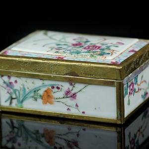 25民国粉彩花卉纹方盒