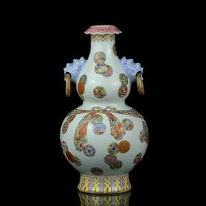 28民国粉彩绶带皮球花兽耳葫芦瓶