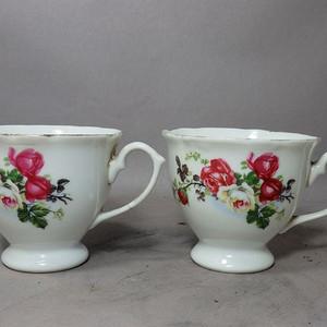 文革时期花卉绘画莲花口杯一对