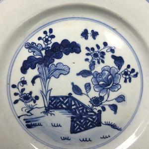 清中早期清花花卉纹盘一件