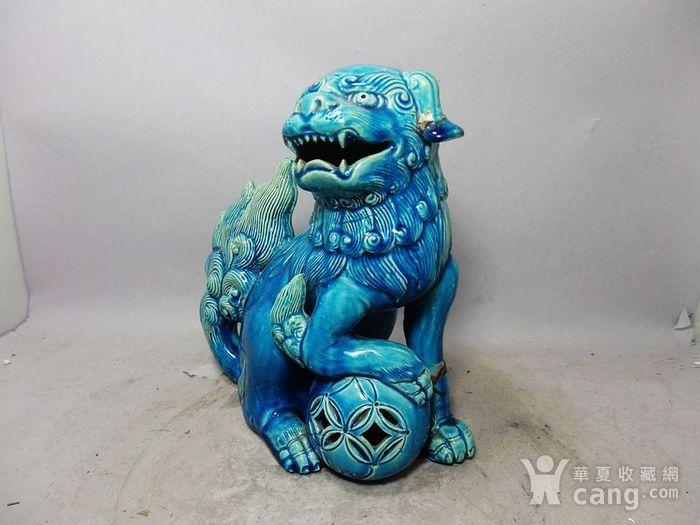 清代孔雀蓝狮子绣球摆件图2