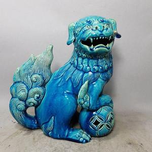 清代孔雀蓝狮子绣球摆件