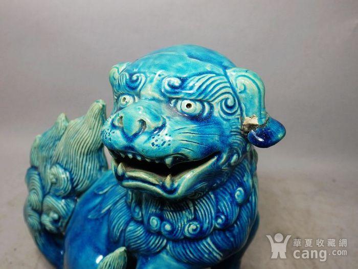 清代孔雀蓝狮子绣球摆件图5