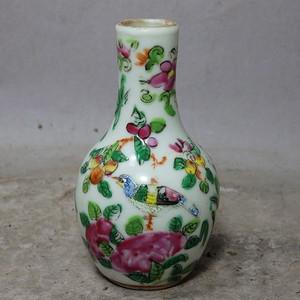 清代粉彩花鸟绘画小天球瓶