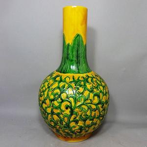 清代黄地三彩缠枝花堆塑天球瓶