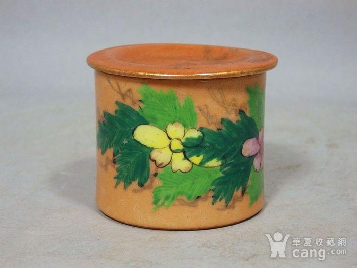 民国矾红粉彩花卉绘画盖罐图2