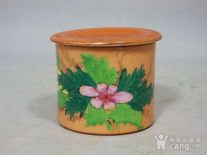 民国矾红粉彩花卉绘画盖罐图1