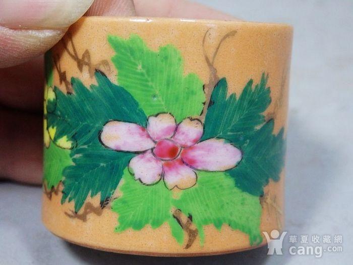 民国矾红粉彩花卉绘画盖罐图4