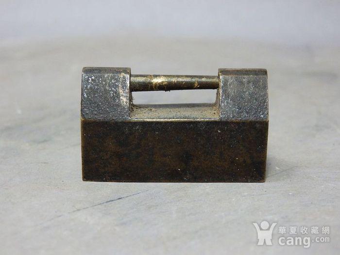 清代铜制小锁图1
