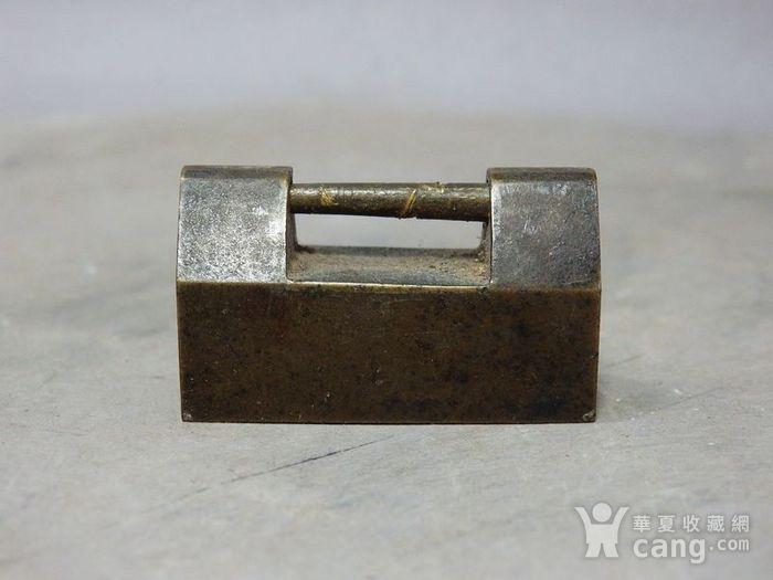 清代铜制小锁图2